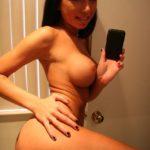 fille nue selfie