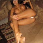 fille arabe bronzée nue