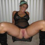 femme mature en nuisette