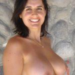 salope aux seins naturels lourds