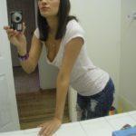 salope se prend en photos dans sa salle de bain