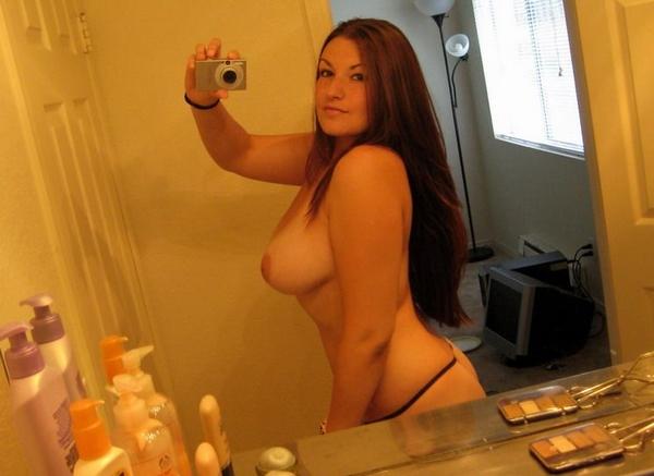 selfie snap femme ronde nue