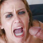 éjaculation surprise fille dégoutée par le jus d'un homme