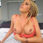 escorte blonde gros seins