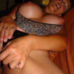 femmes mature a forte poitrine cougar chaude se doigte la chatte velue