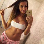 beurette selfie iphone salope snap pyjama