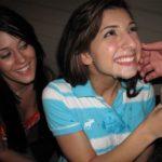 éjaculation facile jeune étudiante sourire