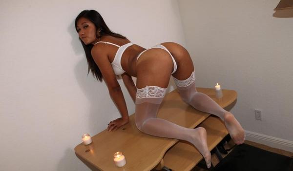 thaïlandaise en lingerie