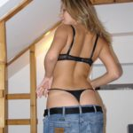 string sous jeans