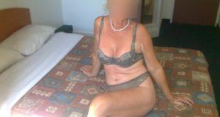 mature parisienne cougar en lingerie sexy hotel