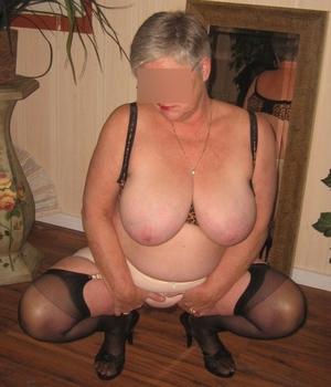 mamie qui aime le sexe à Lille