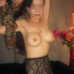 femme asiatique aux gros seins